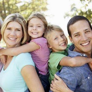 causas de dientes amarillos, decoloración de los dientes, manchas en los dientes, higiene bucal