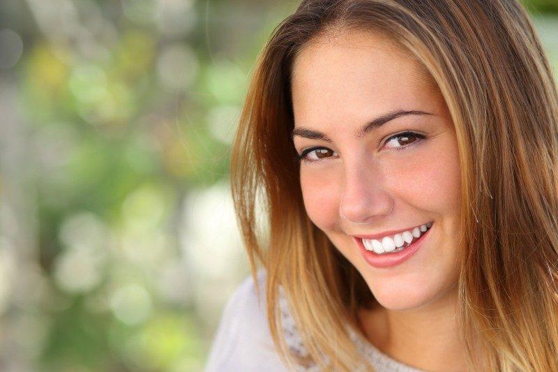 beneficios de los dientes alineados, dientes radiantes en boadilla, dientes perfectos en boadilla, clínica dental en boadilla, salud dental en boadilla, ortodoncia en boadilla, odontología en boadilla