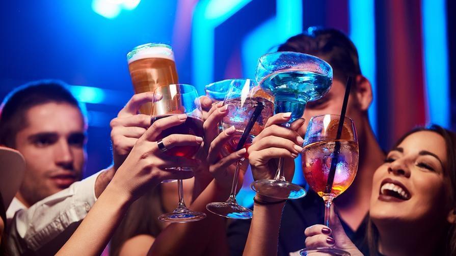 el alcohol daña a los dientes