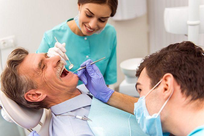 problemas dentales en personas mayores, revisión dental en mayores de edad