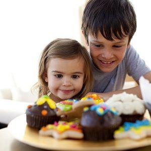 El odontopediatra en boadilla explica los 6 problemas dentales en niños. Cuida la salud bucal infantil desde temprana edad para evitar caries dental, sensibilidad dental, mal aliento u ortodoncia. Aplica buenos hábitos de higiene oral desde el primer año de edad.