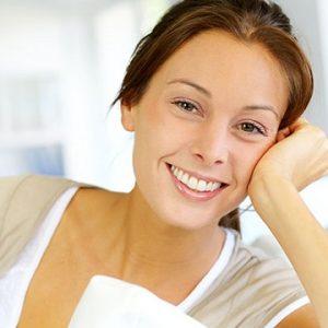 Acuda al dentista en majadahonda para conocer las 9 causas de la decoloración dental. La Clínica Dental Dra. Herrero (Dentalarroque) ayuda a prevenir las enfermedades bucales y a mantener una sonrisa radiante. Hay que vigilar ciertos factores como medicamentos, enfermedades, alimentación y la genética que pueden impactar en el color de los dientes.