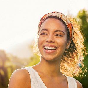 Acuda a la Clínica Dental Dra. Herrero (Dentalarroque) para entender qué es el esmalte dental. El dentista en majadahonda ayuda a cuidar la salud bucal para prevenir enfermedades bucales.