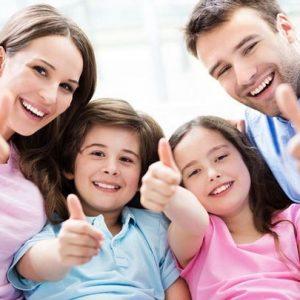 El dentista en majadahonda explica las 12 razones para sonreír. Acuda a la Clínica Dental Dra. Herrero (Dentalarroque) para mantener la salud bucal sana. Una sonrisa ayuda en la autoestima y confianza.