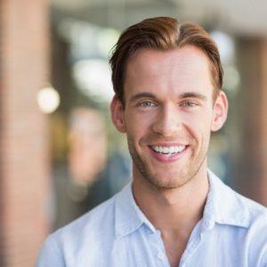 El dentista en boadilla del monte trata la decoloración dental, las manchas dentales y la estética dental. Acuda a la Clínica Dental Infante Don Luis (Dentalarroque) para entender cómo puedes saber si necesitas carillas. Vuelve a sonreír con seguridad.