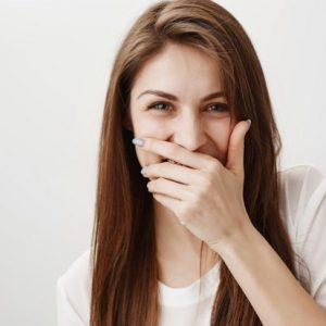 El dentista en majadahonda explica las consecuencias de la pérdida de dientes. Acuda a la Clínica Dental Dra. Herrero (Dentalarroque majadahonda) para volver a comer, hablar y sonreír con la ayuda de los implantes dentales. Hay que entender los efectos psicológicos y los problemas dentales que pueden causar los dientes ausentes.