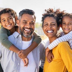 El dentista en majadahonda explica los 8 consejos para prevenir el mal aliento. Acuda a la Clínica Dental Dra. Herrero para mantener la salud bucal sana.