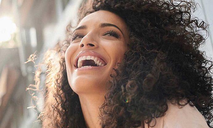 El dentista en majadahonda ofrece 12 consejos para mantener los dientes sanos. Acuda a la Clínica Dental Dra. Herrero (Dentalarroque) para prevenir las enfermedades bucales. Aplica buenos hábitos de higiene oral.