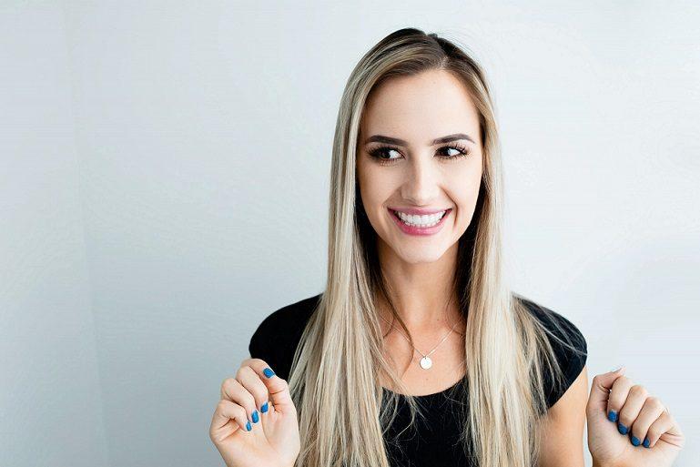 El dentista en boadilla explica los 3 tipos de decoloración dental. La Clínica Dental Infante Don Luis (Dentalarroque) trata las manchas dentales. Vigile la higiene bucal, la alimentación y los medicamentos para mantener una salud bucal sana.