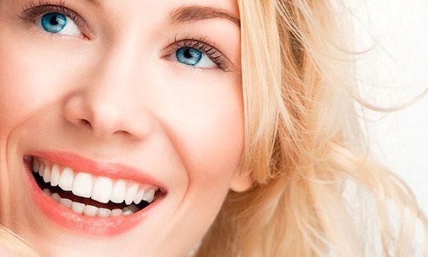 4 razones para ponerte carillas. Acuda a la Clinica Dental Infante Don Luis (Dentalarroque boadilla) para mejorar la apariencia de los dientes. Las carillas tratan estos problemas dentales: decoloracion dental, manchas dentales, dientes rotos o dientes astillados.