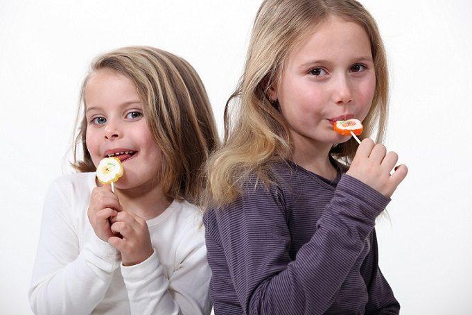 Se recomienda a los padres a llevar a los hijos al odontopediatra para conocer las 5 enfermedades bucales en los niños. La clinica dental dra. herrero (Dentalarroque) ayuda a prevenir los problemas orales como caries dental, sensibilidad dental, ortodoncia y otros con una revision dental periodica.