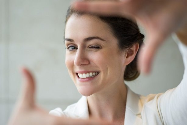 El dentista en majadahonda explica los 5 tratamientos para mejorar tu sonrisa. Pida una cita en la Clínica Dental Dra. Herrero (Dentalarroque) para restaurar la estética dental. Cuida tu salud bucal.