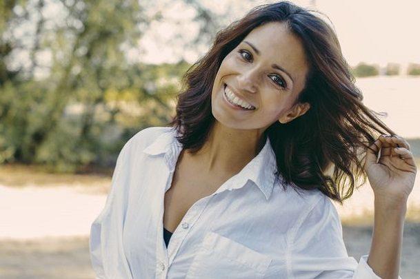 El dentista en majadahonda explica los 6 beneficios de estética dental. Pide una cita en la clínica dental dra. herrero (dentalarroque) si tienes problemas dentales. Mejora la apariencia de tu sonrisa con uno de los tratamientos dentales disponibles.