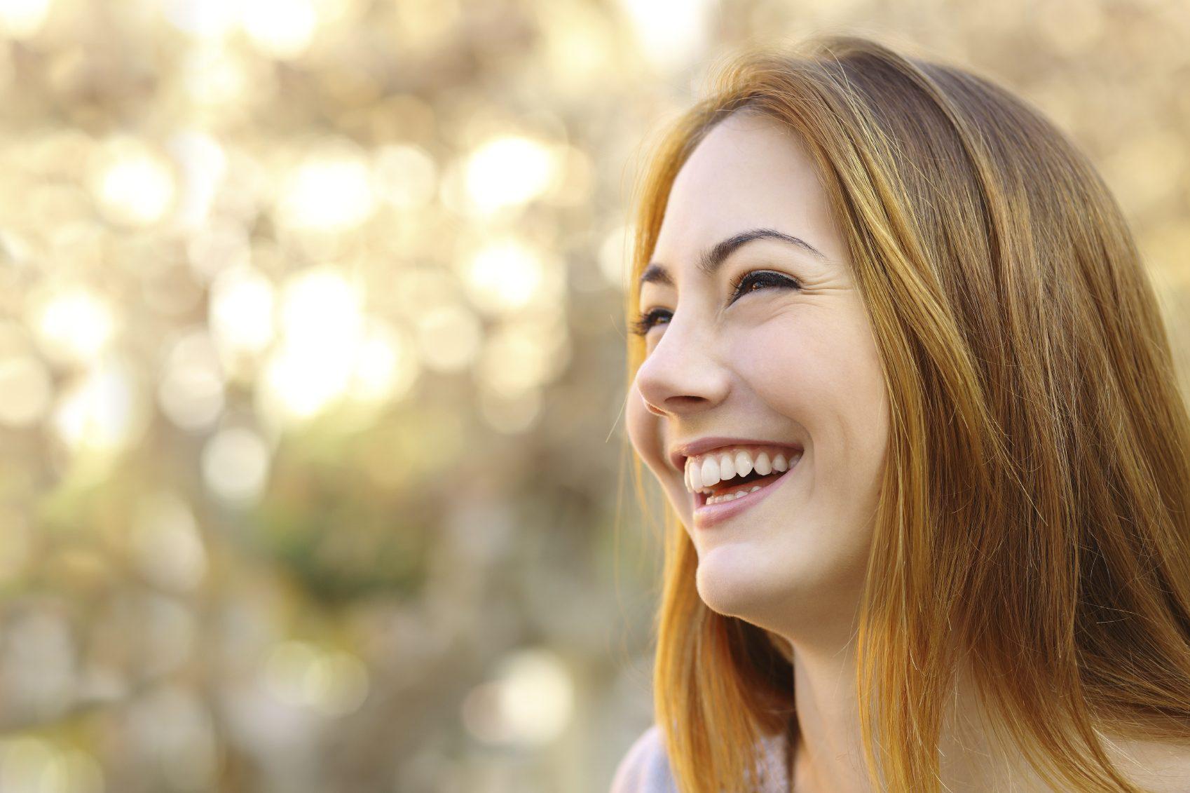 El ortodoncista en boadilla del monte explica los 6 beneficios de invisalign. La Clínica Dental Infante Don Luis (Dentalarroque) ayuda a corregir la posición de los dientes con la ortodoncia invisible. Nunca es tarde para mejorar la estetica dental y salud bucal.