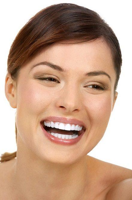 7 beneficios del blanqueamiento dental profesional, blanqueamiento dental en majadahonda, dientes blancos en majadahonda, sonrisa en majadahonda, dentista en majadahonda, higienista dental en majadahonda, odontólogo en majadahonda, clínica dental en majadahonda, limpieza dental en majadahonda, autoestima en majadahonda, estética dental en majadahonda