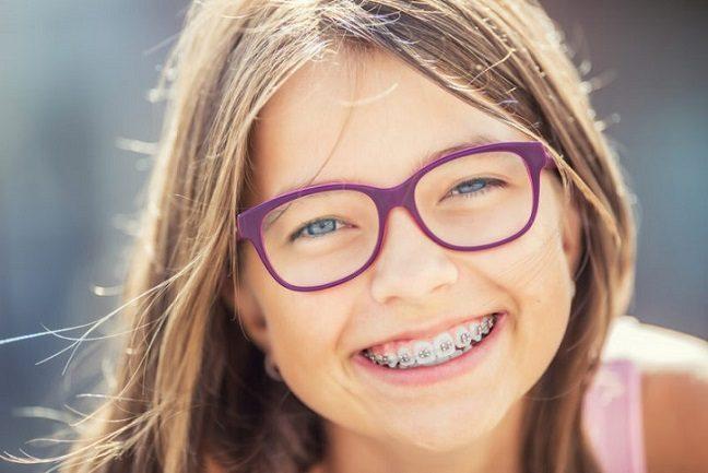 8 efectos de los dientes desalineados, mal aliento boadilla, dolor de dientes boadilla, ortodoncia boadilla, ortodoncista boadilla, invisalign boadilla, brackets boadilla, alineadores invisibles boadilla, alineadores transparentes boadilla, sonrisa boadilla, estética dental boadilla, salud bucal boadilla, revisión dental boadilla, limpieza dental boadilla, enderezar los dientes en boadilla, caries dental boadilla, enfermedad de las encías boadilla, placa dental boadilla, autoestima en boadilla, confianza en boadilla