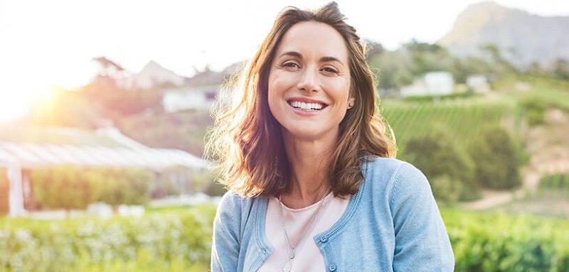 El dentista en majadahonda explica los 8 tratamientos de estética dental. Elije entre blanqueamiento dental, carillas dentales, ortodoncia o implantes dentales en la clínica dental en majadahonda. Consigue la sonrisa de tus sueños.