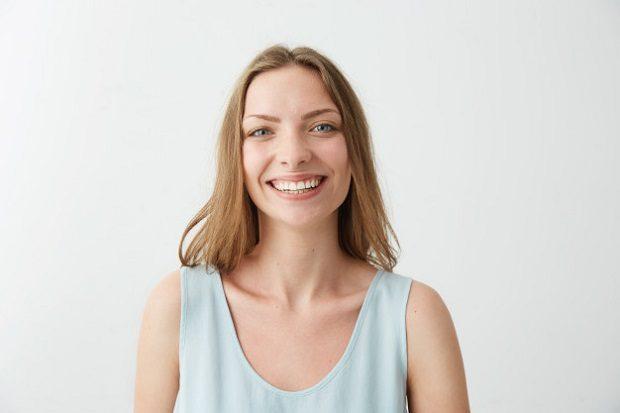 El ortodoncista en boadilla ayuda a enderezar los dientes con los aparatos dentales invisibles. Acuda a la clinica dental infante don luis (dentalarroque) para mejorar la estética dental. Este tratamiento de ortodoncia es más conocido como invisalign u ortodoncia invisible.