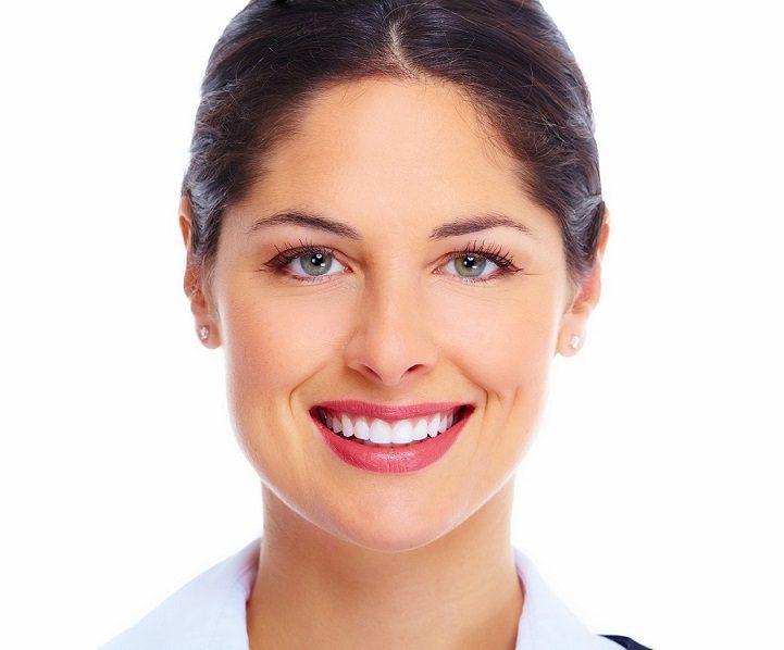 beneficios del cuidado de los dientes, higiene oral, salud bucal, cepillado dental, sonrisa agradable, aliento fresco