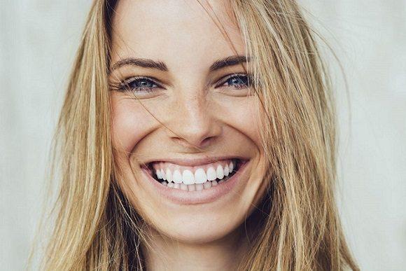 El ortodoncista en majadahonda es el profesional más adecuado para ayudar a elegir entre brackets metálicos o invisalign. Acuda a la Clínica Dental Dra. Herrero (Dentalarroque) para enderezar los dientes y conseguir la sonrisa de tus sueños.