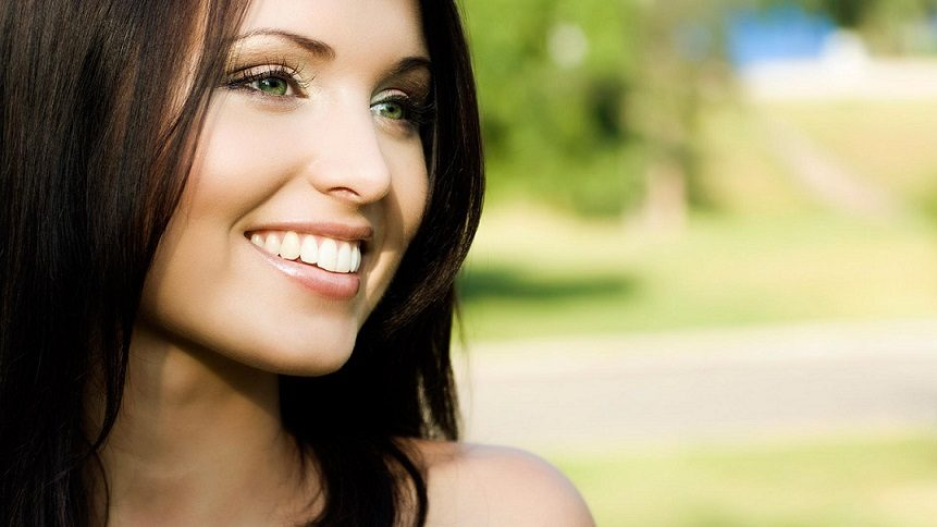El dentista en boadilla recomienda acudir a la clinica dental infante don luis (dentalarroque) para mejorar la estética dental. Elije el tratamiento de carillas dentales para corregir los dientes y así conseguir una sonrisa de impacto. Cuida tu salud bucal.