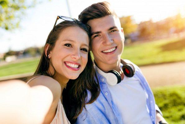 Acuda al dentista en boadilla para aprender los consejos para mantener una sonrisa radiante. La Clínica Dental Infante Don Luis (Dentalarroque) ayuda a cuidar la estética de los dientes. Hay que vigilar ciertos factores: fumar, alimentación y higiene bucal.