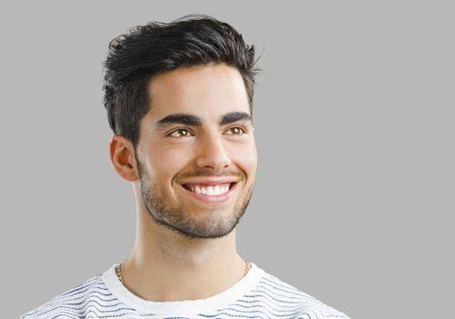 El dentista en majadahonda ofrece información sobre el cuidado del esmalte dental. Acuda a la clínica dental dra. herrero (dentalarroque) para mantener la salud bucal sana. Hay que vigilar la dieta y aplicar buenos hábitos de higiene oral.