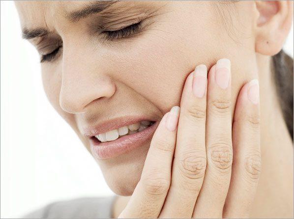 dientes sensibles, sensibilidad dental, sensibilidad en los dientes, caries, enfermedad de las encías, diente agrietado
