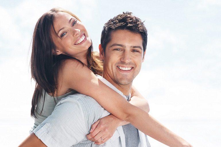 El dentista en boadilla explica los efectos secundarios del blanqueamiento. Acuda a la clinica dental infante don luis (dentalarroque) si quieres mejorar tu estetica dental. Consigue una sonrisa blanca al blanquear los dientes.
