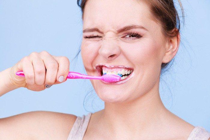 el sangrado de las encías, enfermedad de las encías boadilla, gingivitis boadilla, higiene oral boadilla, revisón dental boadilla, salud bucal boadilla, dentista boadilla, clínica dental boadilla, odontólogo boadilla, odontología boadilla