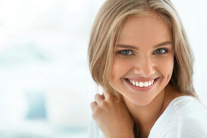 El dentista en boadilla del monte explica en qué consiste el blanqueamiento dental. Acuda a la Clínica Dental Infante Don Luis (Dentalarroque boadilla) para tratar la decoloracion dental y las manchas dentales. Vuelve a recuperar el brillo de la sonrisa y manten la salud bucal sana.