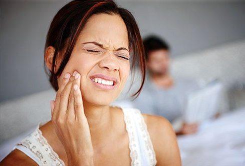 El dentista en la clinica dental dra. herrero (dentalarroque) en majadahonda ofrece informacion sobre la necesidad de extraccion de la muela del juicio. Cuida tu salud bucal con revisiones dentales periodicas.