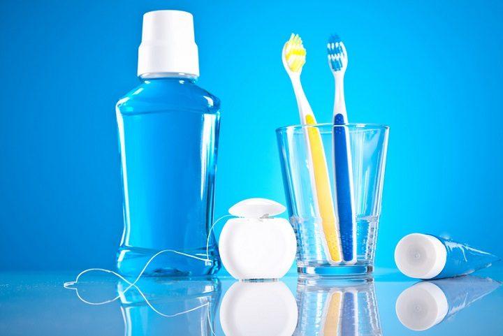 El dentista ofrece información sobre la higiene bucal en boadilla del monte. Acuda a la clínica dental infante don luis (dentalarroque) para mantener la boca sana. Hay que usar el cepillo de dientes y hilo dental a diario.