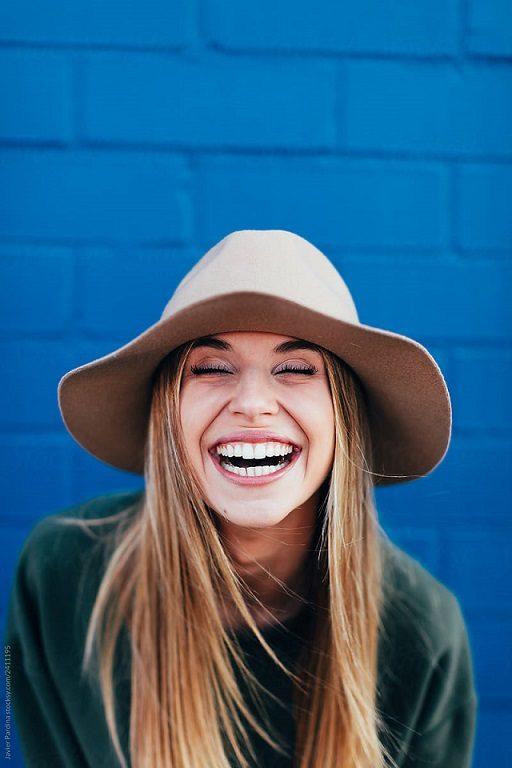 El dentista explica la importancia de las revisiones dentales. Acuda a la Clínica Dental Dra. Herrero (Dentalarroque) para prevenir las enfermedades bucales y mantener la salud bucal sana. Acudir al odontólogo ayuda a evitar el cancer de boca, la enfermedad periodontal, la caries dental y otros problemas en la boca.