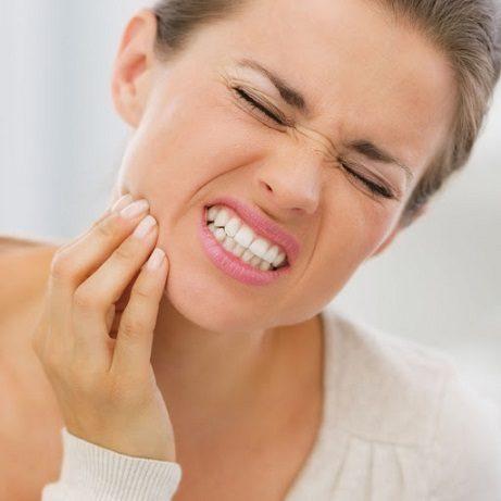 El dentista en majadahonda ofrece información sobre la sensibilidad de los dientes. Acuda a la clínica dental dra. herrero (Dentalarroque) para mantener la salud bucal sana. Los problemas dentales se pueden prevenir con revisiones dentales periódicas y buenos hábitos de higiene bucal.