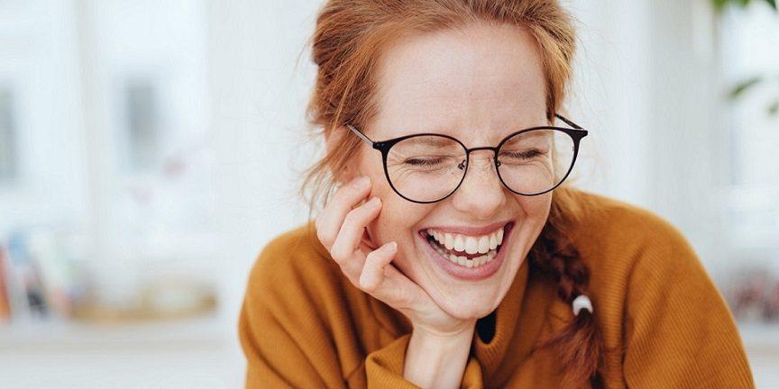 El dentista en la clinica dental infante don luis (dentalarroque) trata la decoloracion dental. El odontologo ofrece informacion sobre las manchas dentales por tetraciclina. Se puede conseguir una sonrisa radiante y mantener una estetica dental blanca.