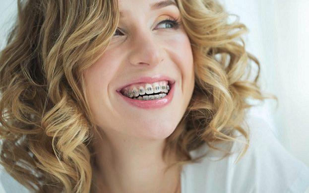 ortodoncia con brackets en majadahonda, dentalarroque, clinica dental dra. herrero, majadahonda, dentista en majadahonda, clinica dental en majadahonda, odontologo en majadahonda, odontologia en majadahonda, ortodoncista en majadahonda, revision dental en majadahonda, limpieza dental en majadahonda, higiene oral en majadahonda, salud bucal en majadahonda, estetica dental en majadahonda, sonrisa en majadahonda, enderezar los dientes en majadahonda
