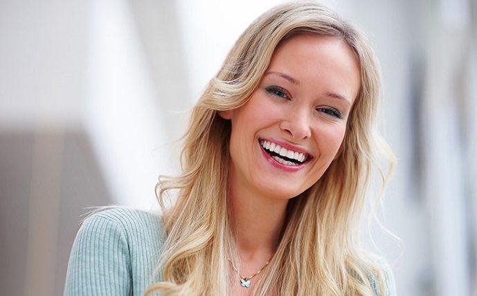 El ortodoncista en majadahonda explica por qué debes elegir invisalign. La ortodoncia invisible es la mejor forma de enderezar los dientes. Acuda a la Clínica Dental Dra. Herrero (Dentalarroque) para mejorar la estética dental.