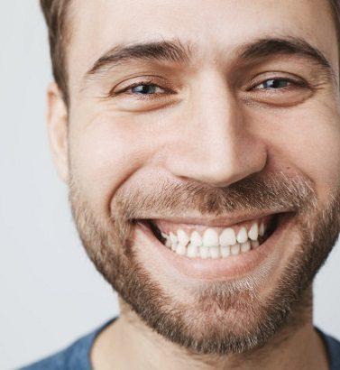 Acuda a la Clínica Dental Dra. Herrero para entender por qué es importante una limpieza dental profesional. El dentista en majadahonda ayuda a mantener la salud bucal sana y a prevenir las enfermedades bucales. Hay que vigilar la placa dental, el sarro, la caries dental, y la gingivitis.