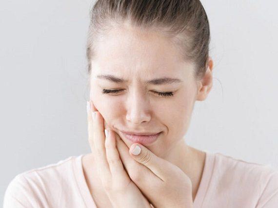 Se recomienda acudir al dentista en boadilla del monte para contestar la pregunta: ¿por qué me duelen los dientes? La Clínica Dental Infante Don Luis (Dentalarroque) ayuda a mantener la salud bucal sana y a prevenir las enfermedades bucales. Hay que vigilar algunos factores: caries dental, retroceso de las encías y el bruxismo.