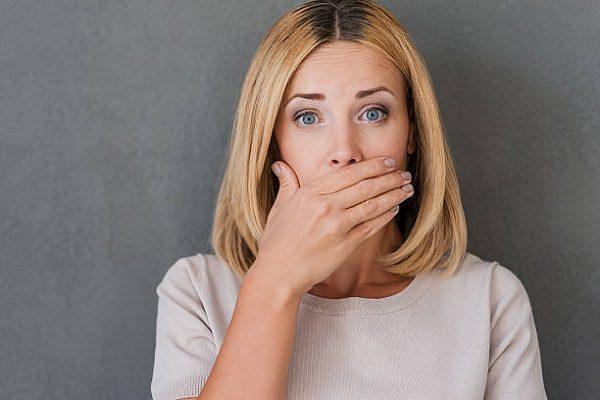 ¿Por qué debes elegir los implantes dentales? El implantologo en majadahonda explica las razones para remplazar la perdida de una o varias piezas dentales. El implante dental ayuda a mejorar la autoestima y la salud bucal.
