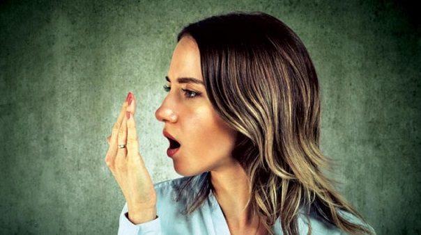 prevenir la halitosis, halitosis en majadahonda, mal aliento en majadahonda, dentista en majadahonda, clínica dental en majadahonda, odontólogo en majadahonda, odontología en majadahonda, higiene oral en majadahonda, revisión dental en majadahonda, limpieza dental en majadahonda, caries dental en majadahonda, salud bucal majadahonda, enfermedad de las encías en majadahonda, fumar en majadahonda, boca seca en majadahonda, sequedad bucal en majadahonda