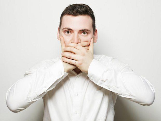 El dentista en boadilla explica qué consecuencias tiene la pérdida de dientes. Acuda a la Clínica Dental Infante Don Luis (Dentalarroque) para mantener la salud bucal sana. Se destaca algunos problemas de los dientes ausentes: baja autoestima, apariencia castigada, estética dental empeorada y problemas dentales.
