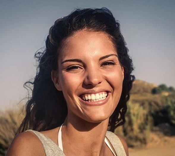 El dentista en majadahonda explica las razones de los dientes amarillos. La clínica dental dra. herrero (dentalarroque) trata la decoloración dental. Hay que vigilar el consumo de ciertos alimentos y medicamentos. Recupera tu sonrisa radiante.