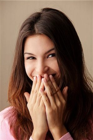El dentista en boadilla ofrece información sobre los riesgos de no reponer la pérdida de un diente. Acuda a la Clínica Dental Infante Don Luis (Dentalarroque) para prevenir enfermedades dentales. Cuida tu salud bucal.