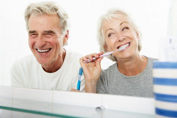 salud bucal en personas mayores, revisión dental en ancianos, higiene oral personas mayores