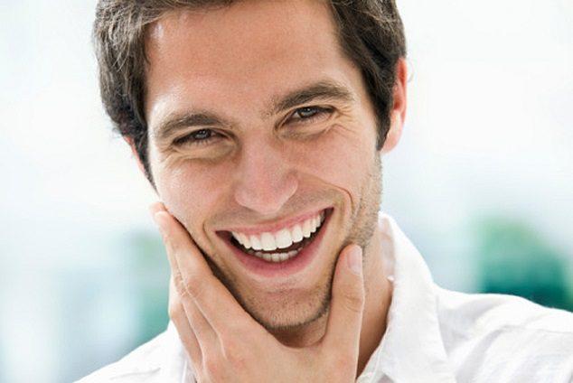 El dentista en majadahonda recomienda el blanqueamiento dental para mantener una sonrisa blanca. Acuda a la Clínica Dental Dra. Herrero (Dentalarroque) para eliminar la decoloración dental y las manchas dentales. Hay que vigilar el consumo de ciertos alimentos y bebidas.