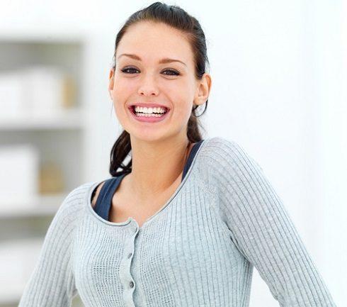 Acuda al ortodoncista en majadahonda para poder contestar a la pregunta: ¿soy candidato para usar invisalign? La Clínica Dental Dra. Herrero (Dentalarroque) recomienda elegir la ortodoncia invisible para enderezar los dientes.