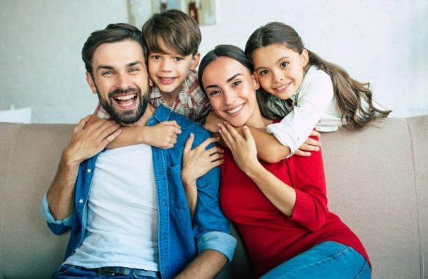 El dentista en boadilla del monte explica que una buena sonrisa aumenta la confianza. Acuda a la Clínica Dental Infante Don Luis (Dentalarroque) para mantener la salud bucal sana.